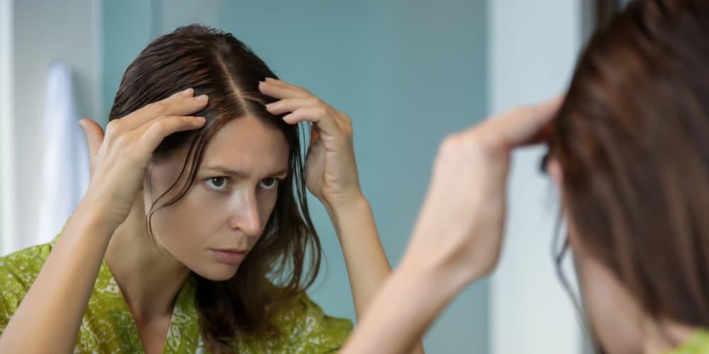 Astuces et solutions pour remédier aux cheveux clairsemés chez la femme