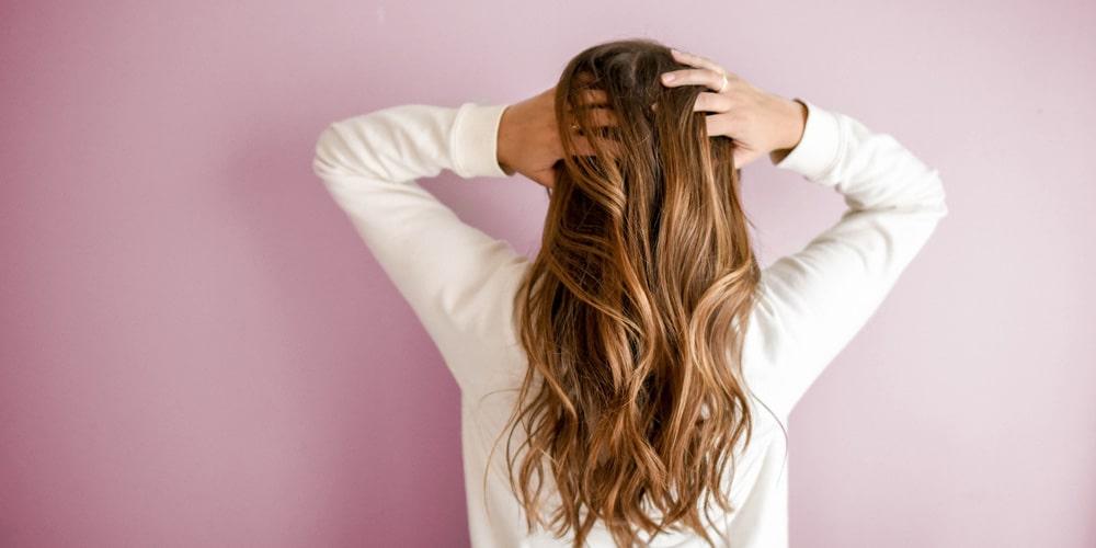 Massages du cuir chevelu pour stimuler la pousse des cheveux