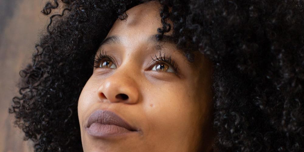 Le retour des cheveux crépus naturels